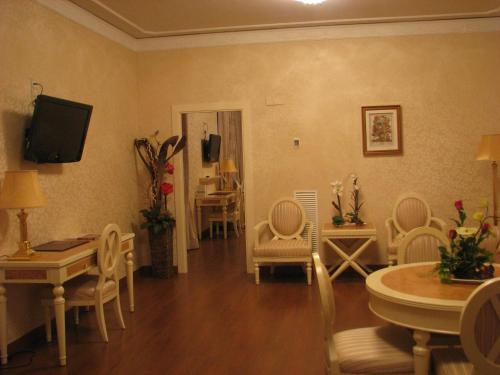 Suite Hotel Santa Isabel 16