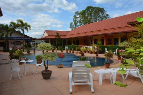 . Baan Sabaijai Resort