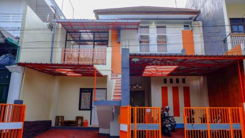 D'Oranye Guest House, Malang