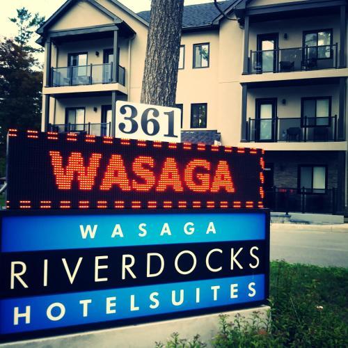 Wasaga Riverdocks Hotel Suites - Photo 2 of 36