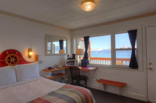 Фото отеля Land's End Resort