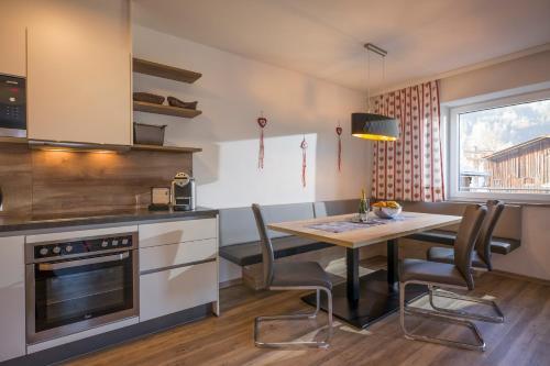 Three-Bedroom Apartment (Dorfplatzl)