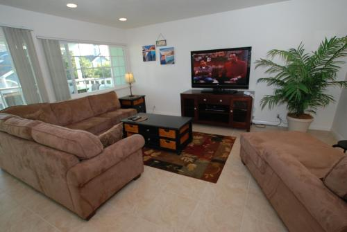 121 33rd St B (68287) - Newport Beach, CA 92663