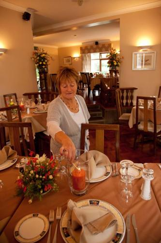 . Hanora's Cottage Guesthouse and Restaurant