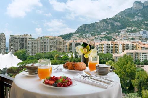 23 Avenue des Papalins, 98000 Monaco.