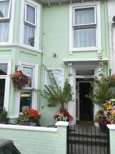 Willows Guest House (B&B)