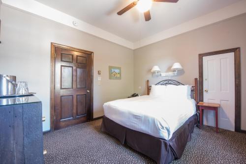Фото отеля Elk Mountain Lodge