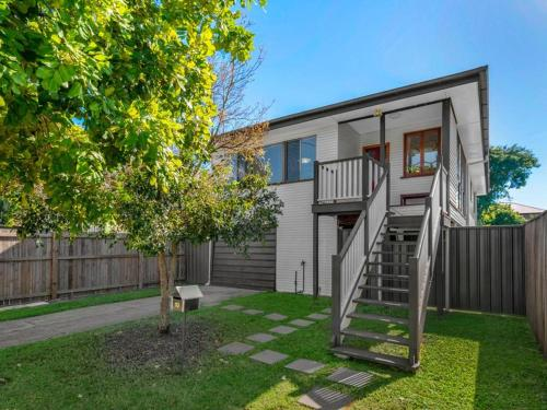 home 10 min to airport and 15 min to CBD