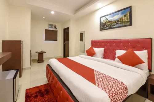 . Capital O 11689 Hotel Happy Stay