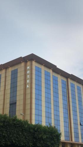 K Hotel,