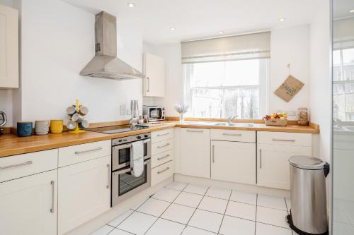 Picture of Great Mayfair Apartment,Sleeps 6