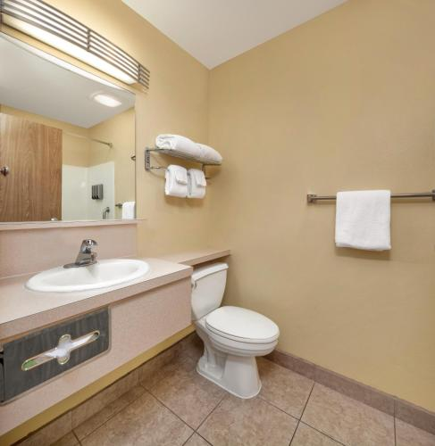 Best Western PLUS Navigator Inn & Suites - Everett, WA WA 98204