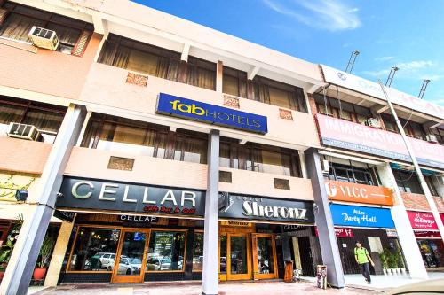 Фото отеля FabHotel Sheronz Piccadily Chowk