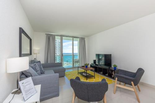 Two Bedroom-Tides #8X - Hollywood, FL 33019