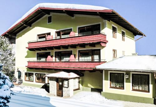 Mary's Landhotel by we rent Zell am See