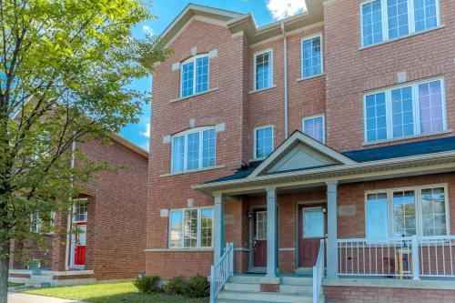 3 Bedrooms in Clean, Quiet Townhome
