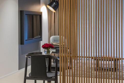 SKYE Suites Sydney - image 3