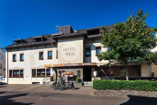 . Hotel Weinhaus Weis