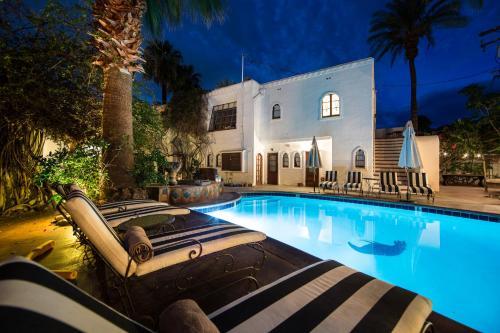 257 S Patencio Road, Palm Springs, CA 92262, United States.