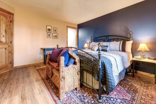 . One-Bedroom Atrium Condo 05