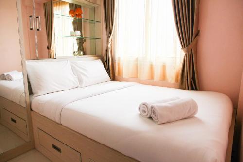 . Best Price 2BR Mutiara Bekasi Apartment By Travelio