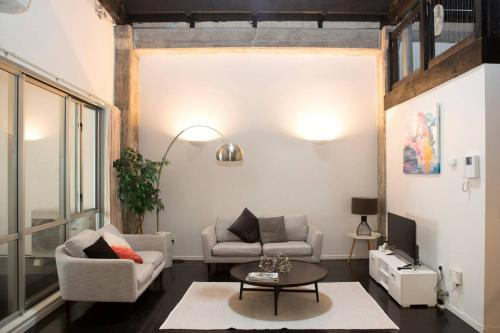 . Gorgeous Five Bed Apartment in Auckland City!