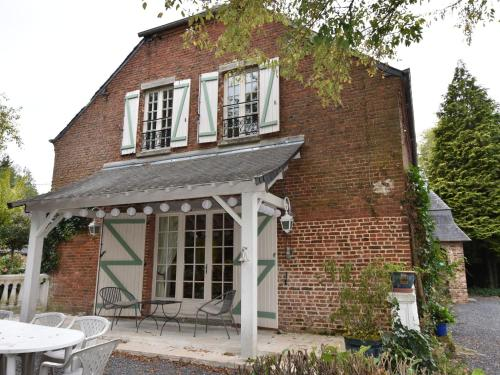 . Alluring Cottage in Englancourt with Fenced Garden