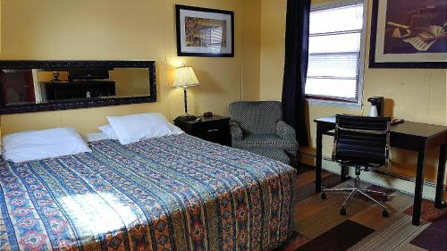 Colonial Inn - New Ulm, MN 56073