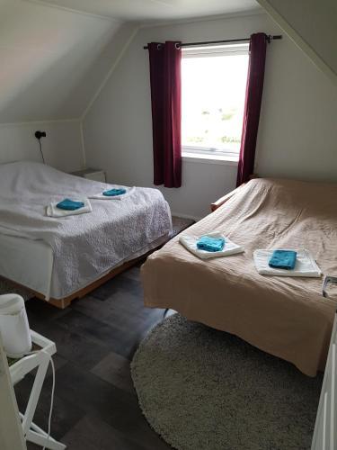 The Yellow House, Close EVE Airport & Lofoten - Hotel - Evenskjer