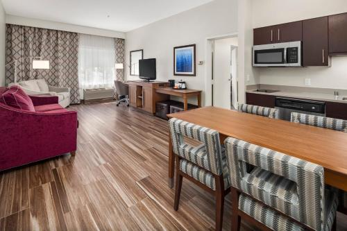Hampton Inn & Suites Seattle North/Lynnwood - Lynnwood, WA WA 98036