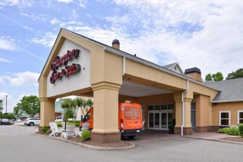 Hampton Inn & Suites Newport News-Airport - Oyster Point Area