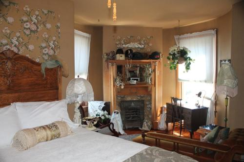 The Queen, A Victorian Bed & Breakfast - Hotel - Bellefonte