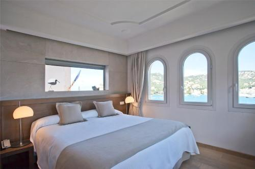 Superior Double Room with Sea View Hotel Villa Italia 10