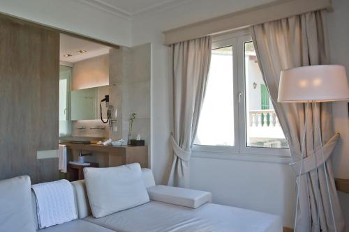 One-Bedroom Suite Hotel Villa Italia 19