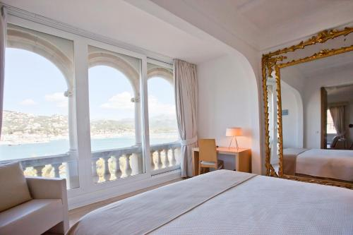 One-Bedroom Suite Hotel Villa Italia 10