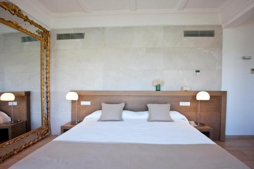 One-Bedroom Suite Hotel Villa Italia 11