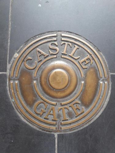 Castle Gate House Derry City Centre Townhouse STILL OPEN