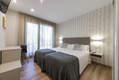 Double or Twin Room Hotel A Curuxa 6
