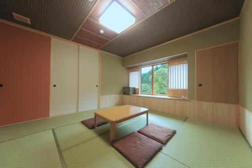 Japanese-Style Standard Room with Shared Bathroom (5 Adults)
