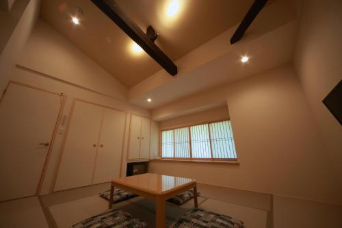 Japanese-Style Superior Room with Shared Bathroom (5 Adults)