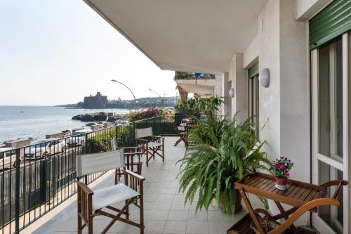 Top 12 Vacation Rentals Apartments Hotels In Aci Castello