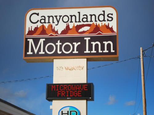 . Canyonlands Motor Inn