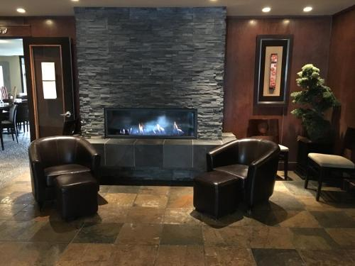 Luxurious 2 Bedroom with Spa Steam Room & Hot Tub - Canmore, AB T1W 3M3