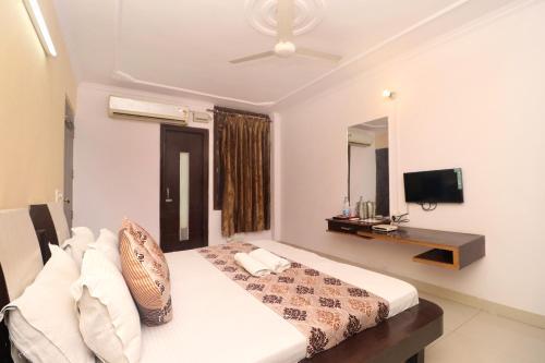 Gurjeet hotel by naavagat near golden temple