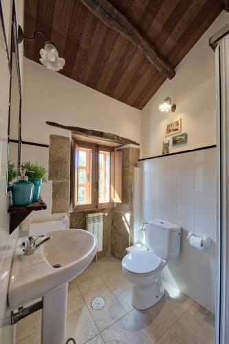 Habitación Superior - 1 cama grande - Uso individual Casa Rural Piñeiro, de Vila Sen Vento 5