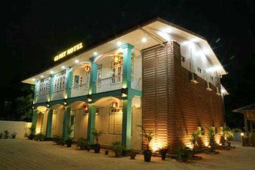 . Glory Motel