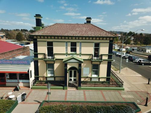 . The Bank Guesthouse Glen Innes
