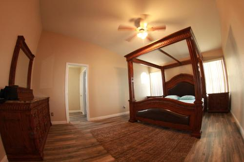2 mil to Boca Park - King's Ornate Canopy Bed, Clark