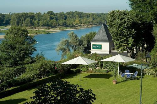 86 Quai de la Loire, 37210 Rochecorbon, France.
