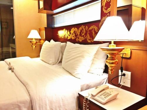 Deluxe Double Room - Room Only No Airport Transfer